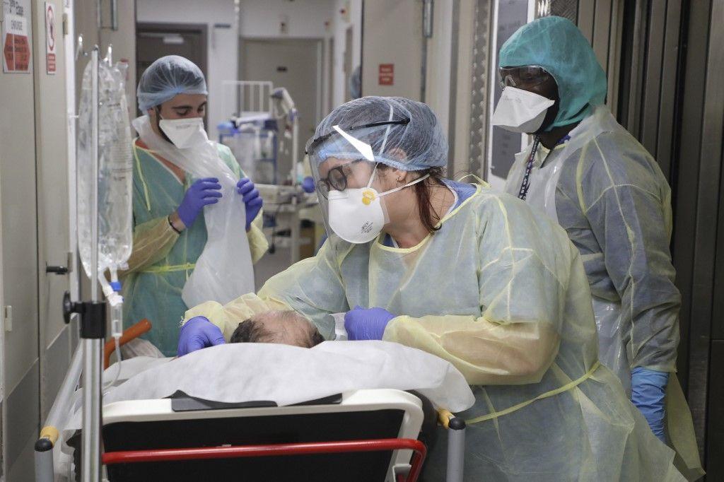 Le gouvernement fait peser la totalité du poids de l'épidémie sur les soignants et sur les Français. Y a-t-il un moyen de le forcer à assumer enfin ses responsabilités ?