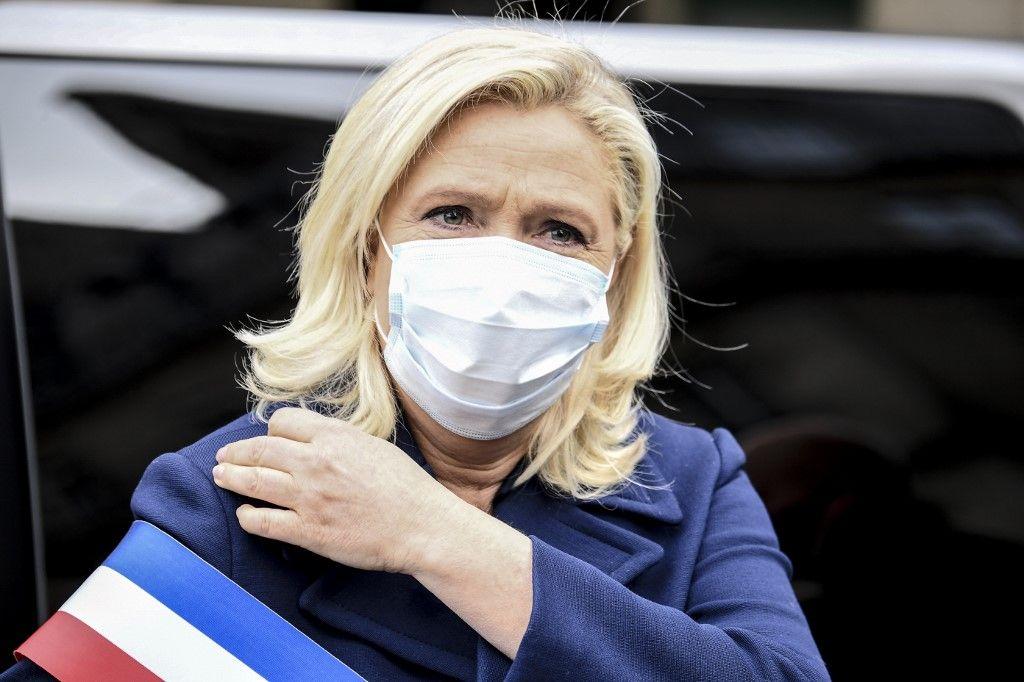 Marine Le Pen souhaite que le gouvernement s'engage à fournir des masques aux électeurs en cas de second tour des élections municipales en juin