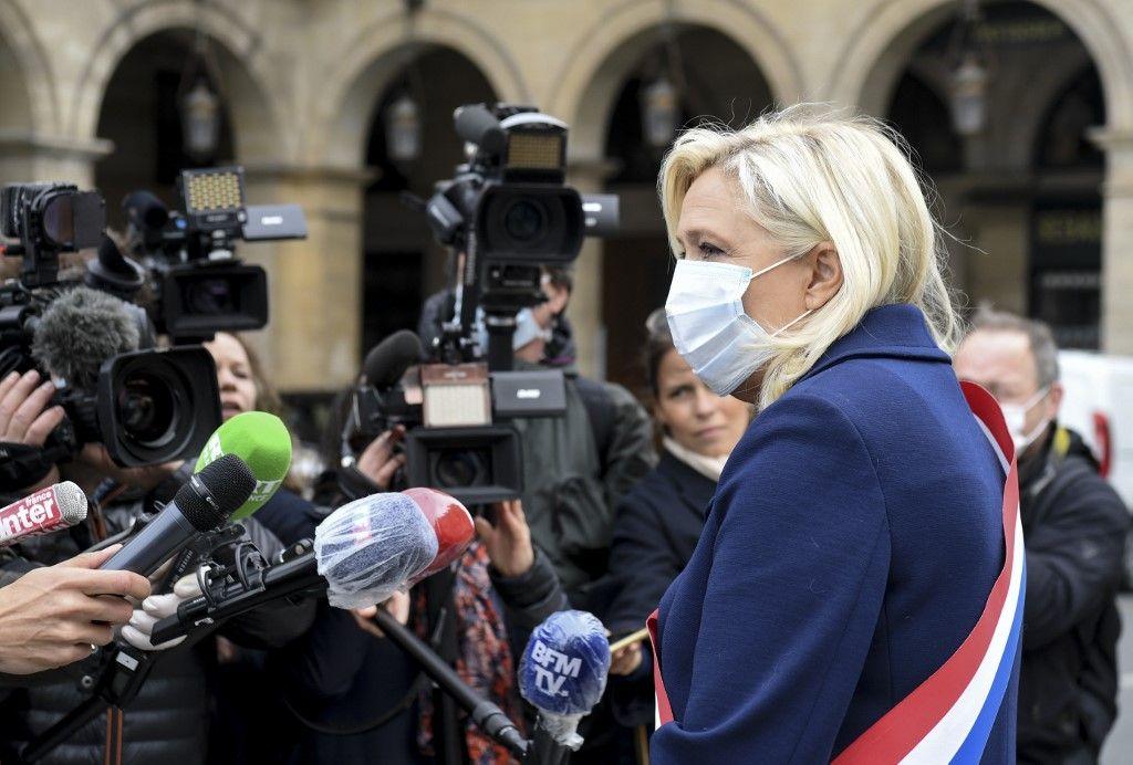 """Marine Le Pen cible le gouvernement et révèle qu'elle prépare un """"livre noir"""" sur la gestion de la crise du coronavirus"""