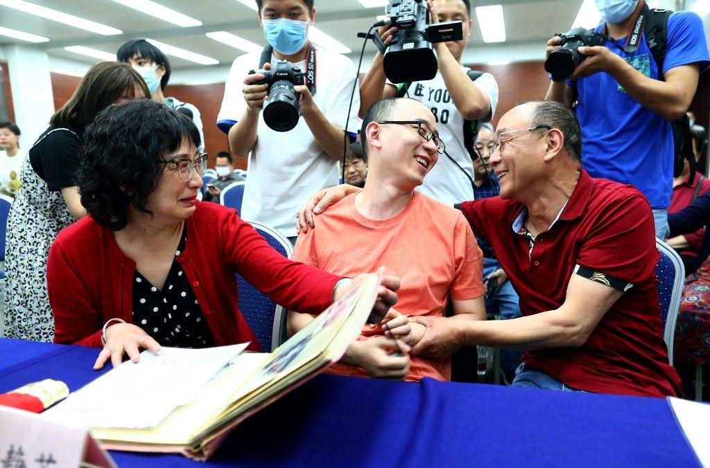 Chine : des parents retrouvent enfin leur fils, enlevé dans un hôtel il y a 32 ans