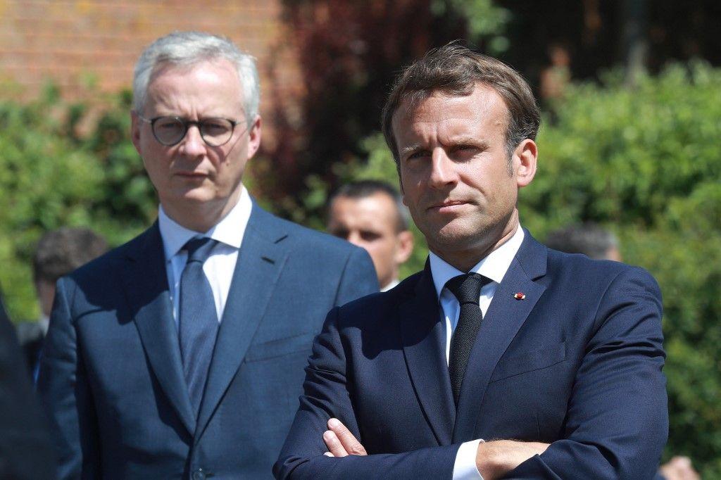 Emmanuel Macron et le ministre de l'Economie et des finances, Bruno Le Maire, lors d'un déplacement officiel.