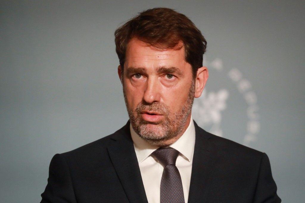 """Forces de l'ordre : Christophe Castaner confirme la suppression de la technique """"d'étranglement"""""""