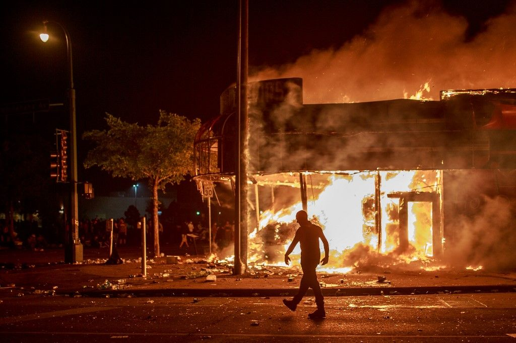 Mort de George Floyd : nouvelle nuit d'émeutes à Minneapolis, un commissariat a été incendié