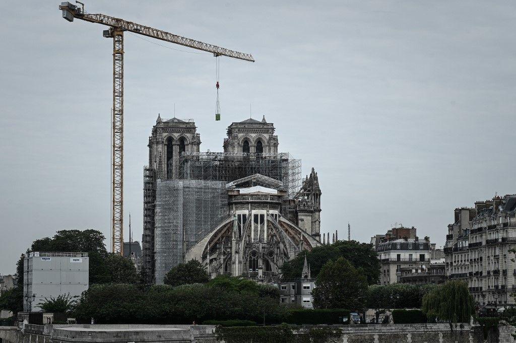 """La reconstruction de la cathédrale Notre-Dame de Paris devrait débuter """"en 2021"""", selon l'archevêque Michel Aupetit"""