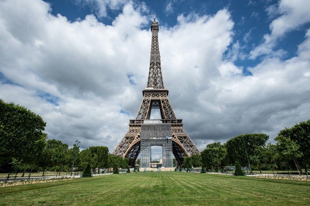 Tour Eiffel Paris déconfinement tourisme
