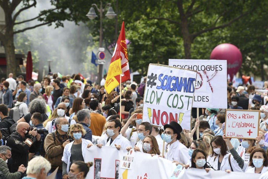 Les soignants manifestent à travers la France pour demander plus de moyens après l'épidémie de Covid-19