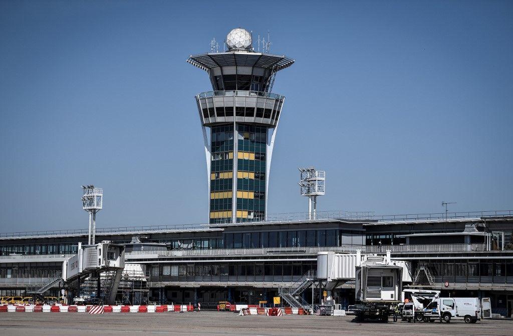 Des militants d'Extinction Rébellion perturbent la réouverture de l'aéroport de Paris-Orly