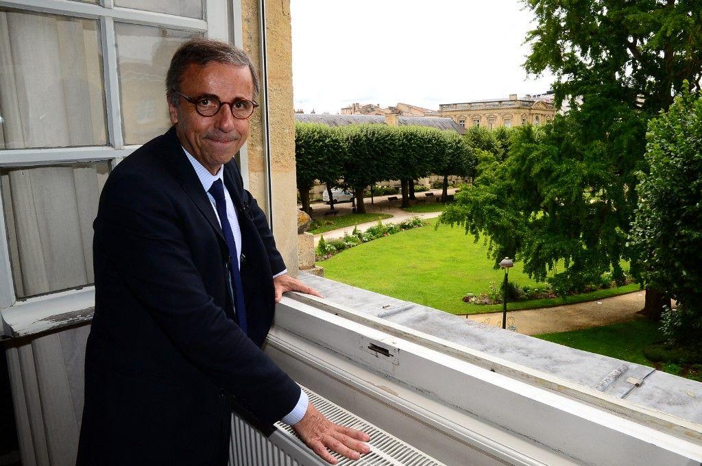 Pierre Hurmic pose dans son bureau après avoir été officiellement élu maire de Bordeaux, le 3 juillet 2020.