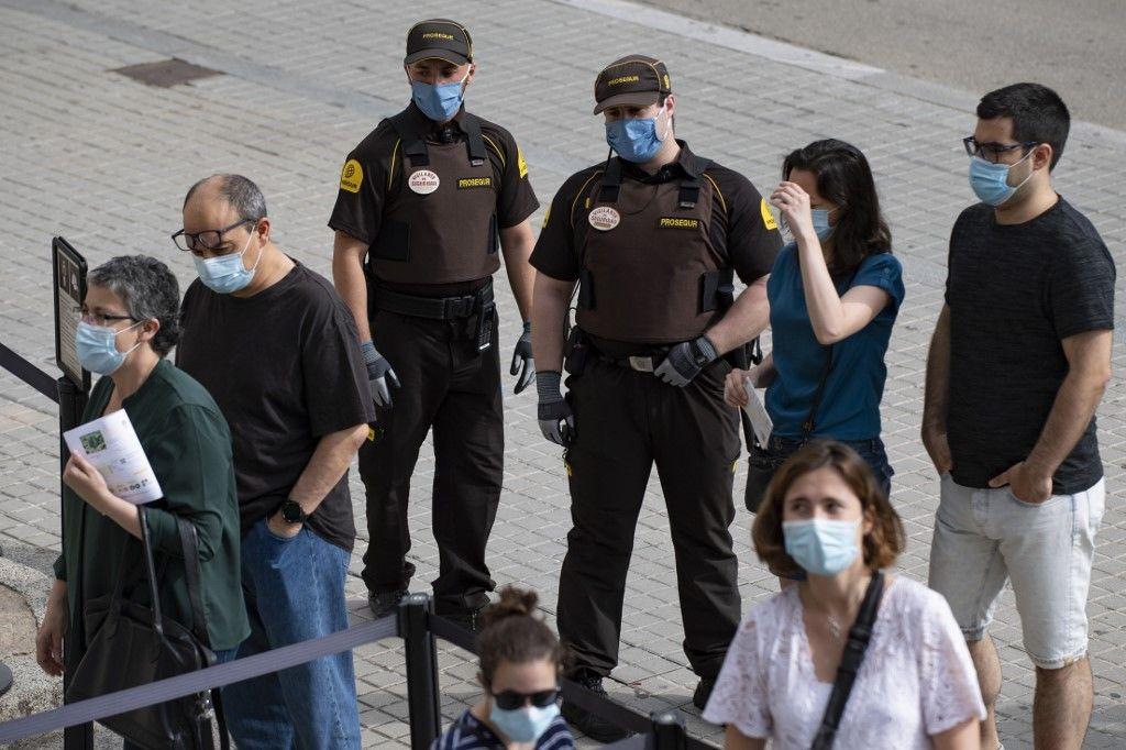 """Les habitants de Barcelone sont invités à """"rester chez eux"""" pour lutter contre la propagation du coronavirus"""