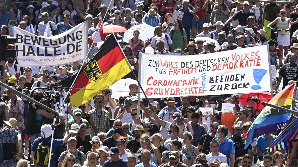 manifestation masques Berlin Allemagne liberté démocration restrictions 1er août 2020 coronavirus covid-19