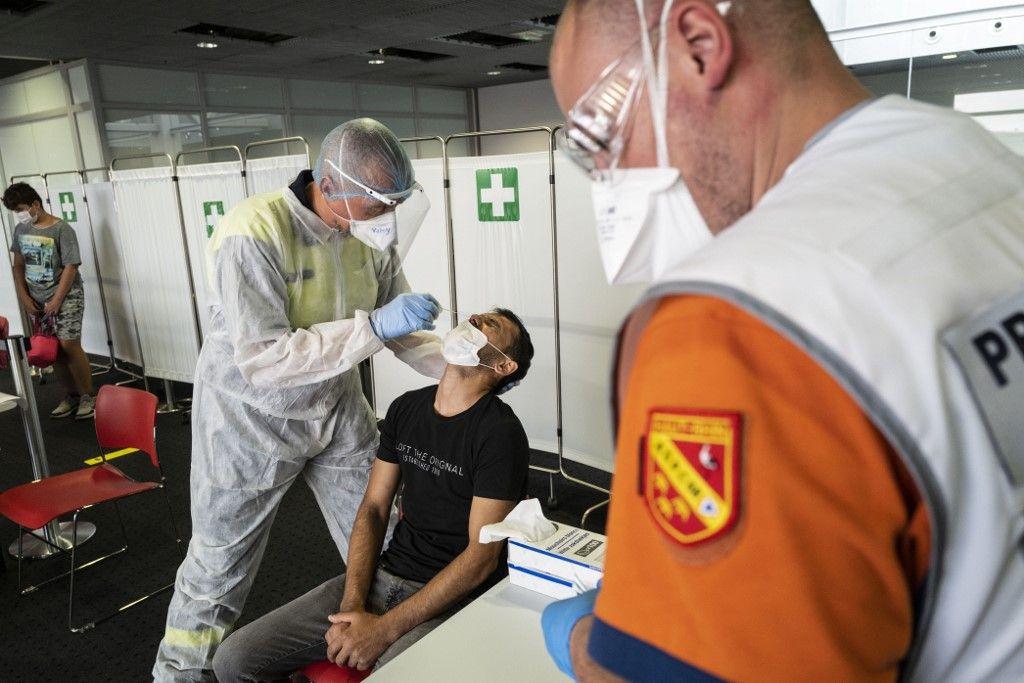 coronavirus covid-19 test France cluster contaminations prévisions automne seconde vague rebond