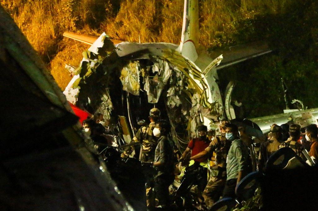 Inde : au moins 17 morts après la sortie de piste d'un avion qui s'est cassé en deux