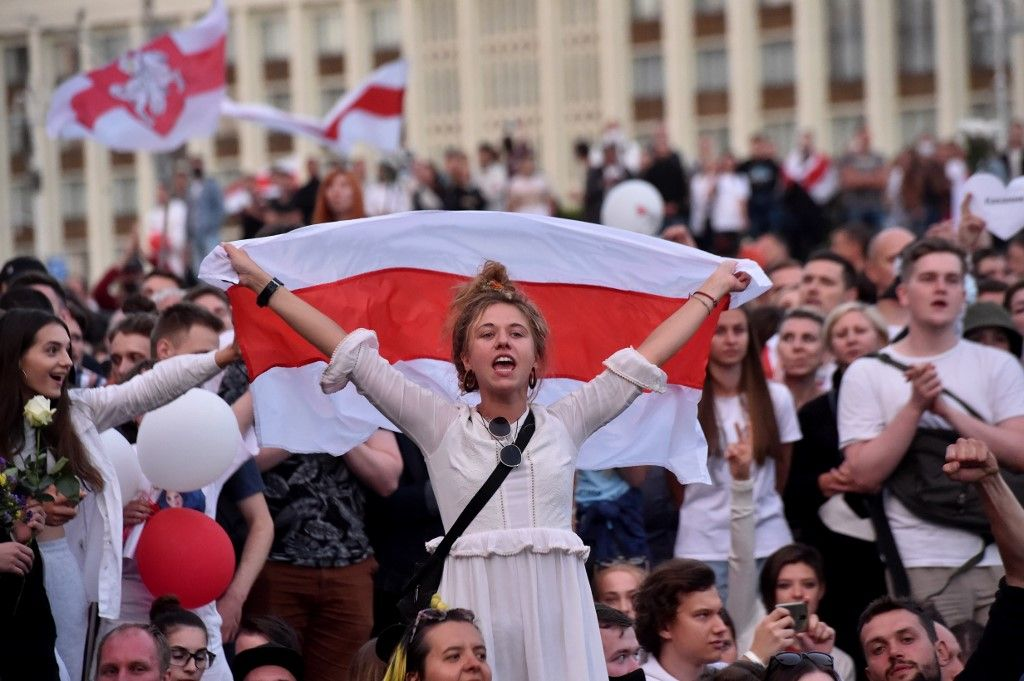 """Bélarus : Loukachenko s'est entretenu avec Poutine, le Kremlin assure que les """"problèmes en cours"""" vont être bientôt résolus"""