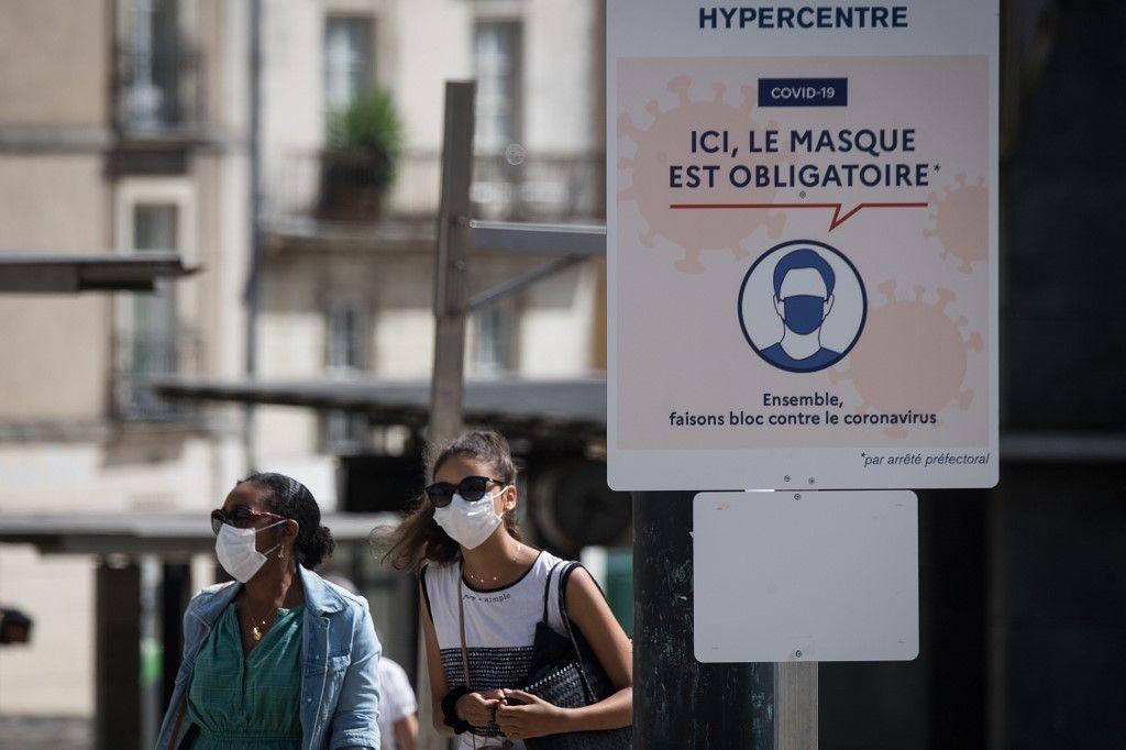 Le port obligatoire du masque-muselière suffit-il à rendre les Français obéissants ?