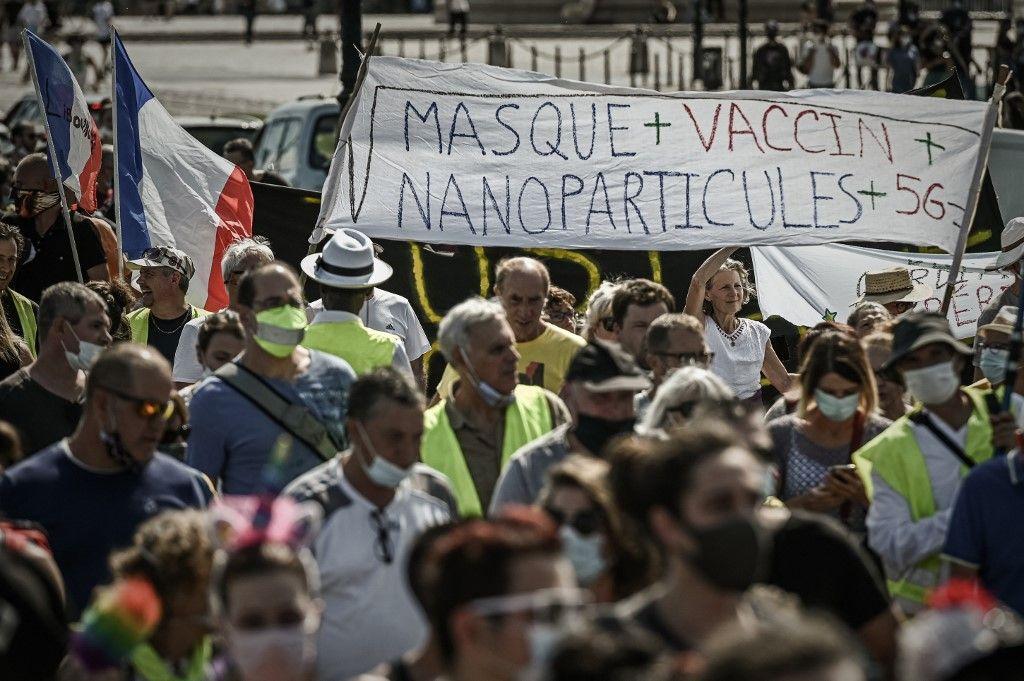 Des manifestants anti-vaccins (entre autres) le 12 septembre à Bordeaux.