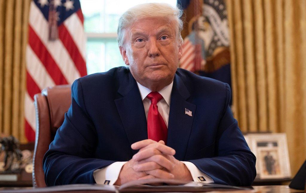 Retrouvez le contenu du décret signé par Donald Trump ordonnant aux services de Cloud américains de conserver les dossiers complets de leurs clients étrangers