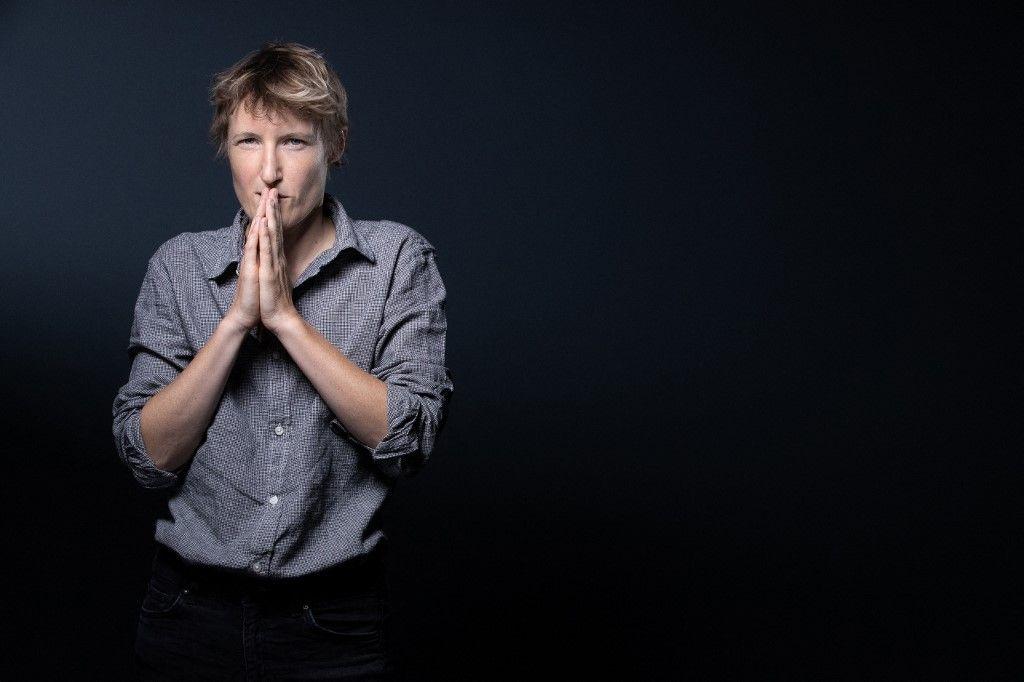 La militante féministe et membre du Conseil de Paris, Alice Coffin, pose lors d'une séance photo à Paris le 21 septembre 2020.