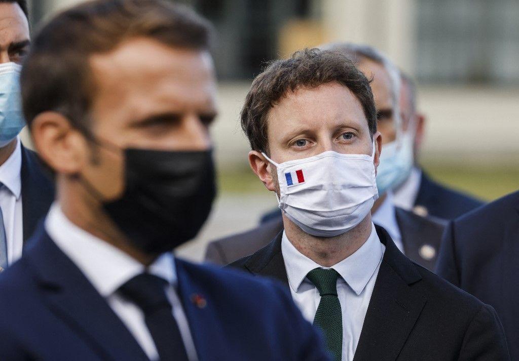 Le président français, Emmanuel Macron, et le secrétaire d'État aux Affaires européennes, Clément Beaune, lors d'une visite le 29 septembre 2020.