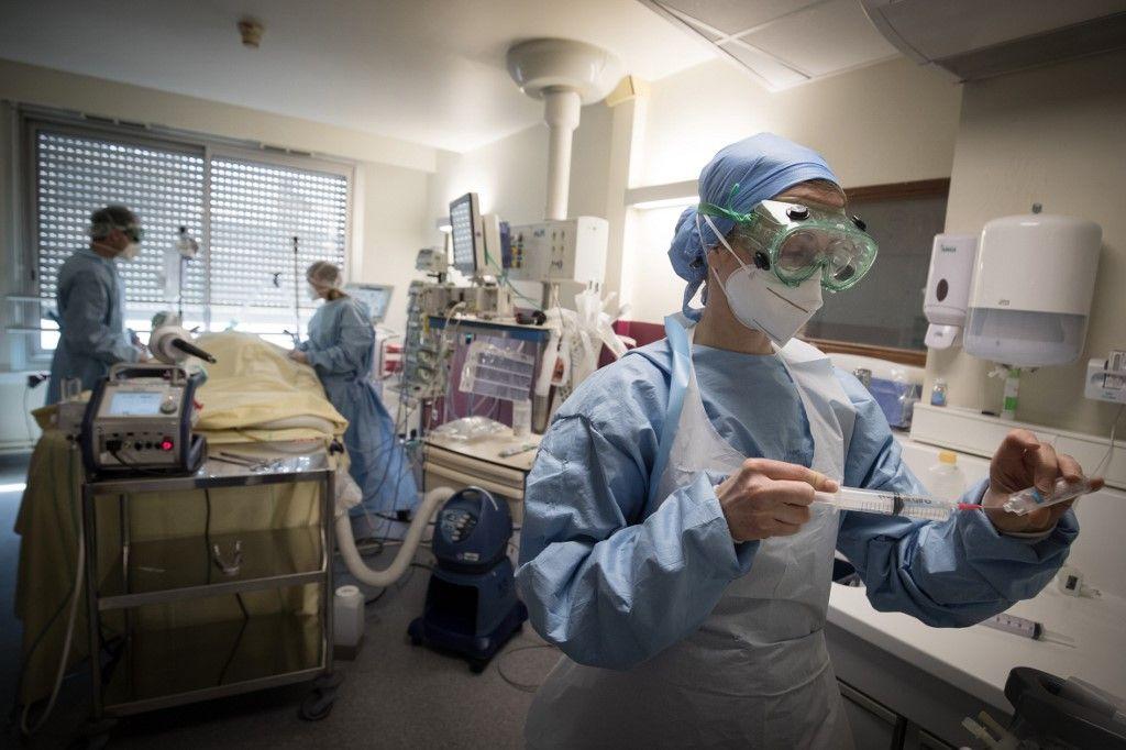 hôpital coronavirus covid-19 été lutte et stratégie contre le virus tests France