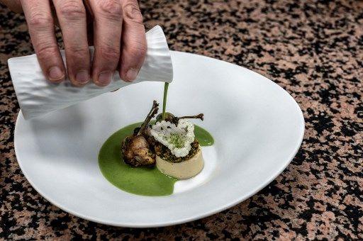 Les cuisses de grenouille, un symbole suprémaciste blanc ?
