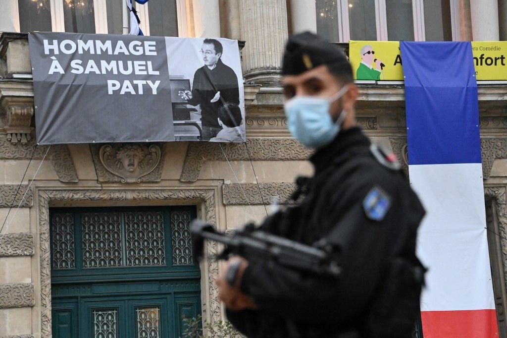 Samuel Paty hommage professeur enseignant Conflans-Sainte-Honorine Turquie