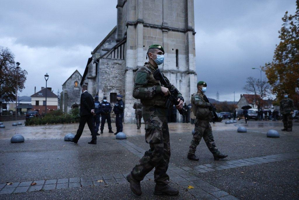 Près de 9 Français sur 10 sont favorables à la déchéance de nationalité et sont pour l'expulsion des fichés S