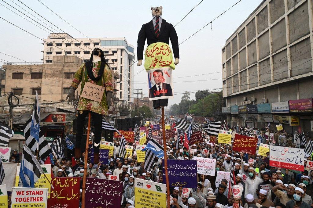 """Emmanuel Macron accusé de vouloir """"ficher les élèves musulmans"""" par une ministre pakistanaise (et une journaliste du Washington Post)"""