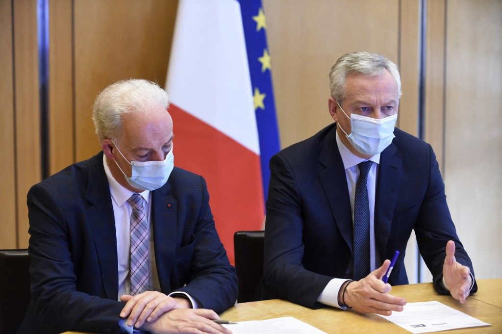 Bruno Le Maire et le ministre délégué des Petites et Moyennes Entreprises, Alain Griset, assistent à une réunion avec des représentants des détaillants et des commerçants, le 20 novembre 2020.