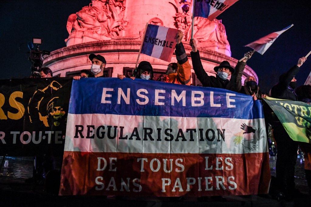 manifestation place de la république migrants sans-papiers