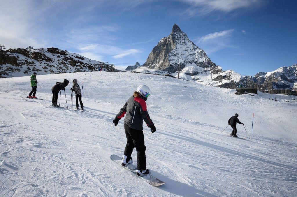 stations de ski skier Emmanuel Macron France Suisse