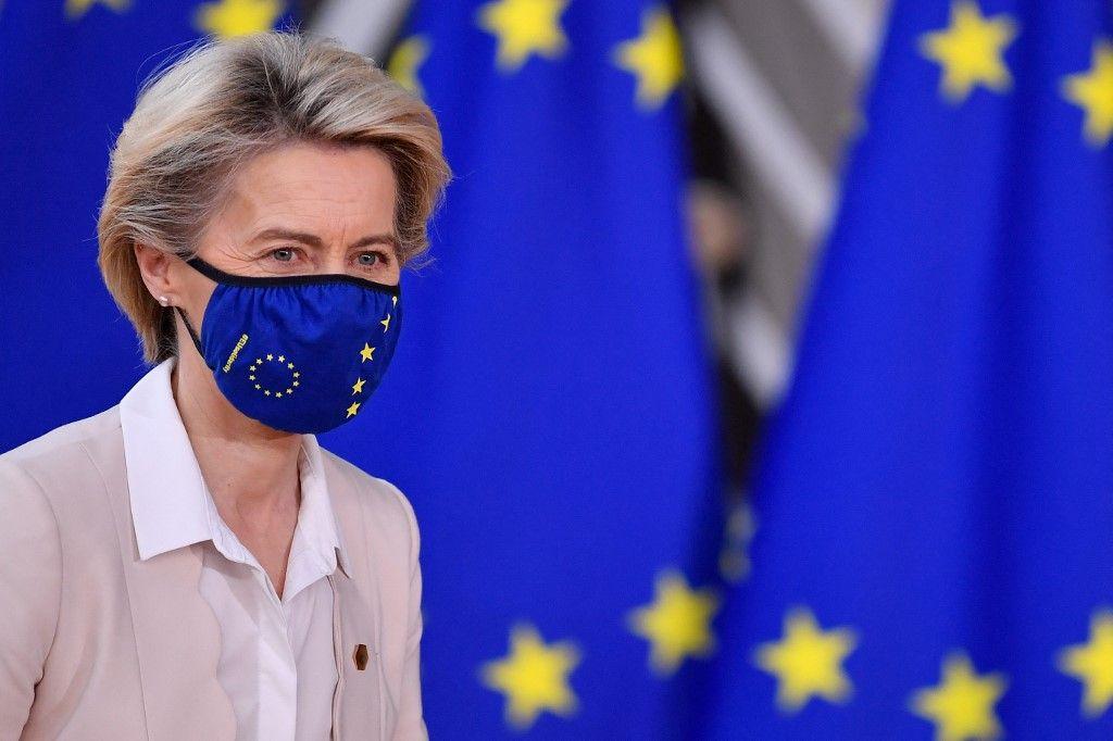 La présidente de la Commission européenne, Ursula von der Leyen, arrive au siège de l'UE à Bruxelles le 10 décembre 2020.