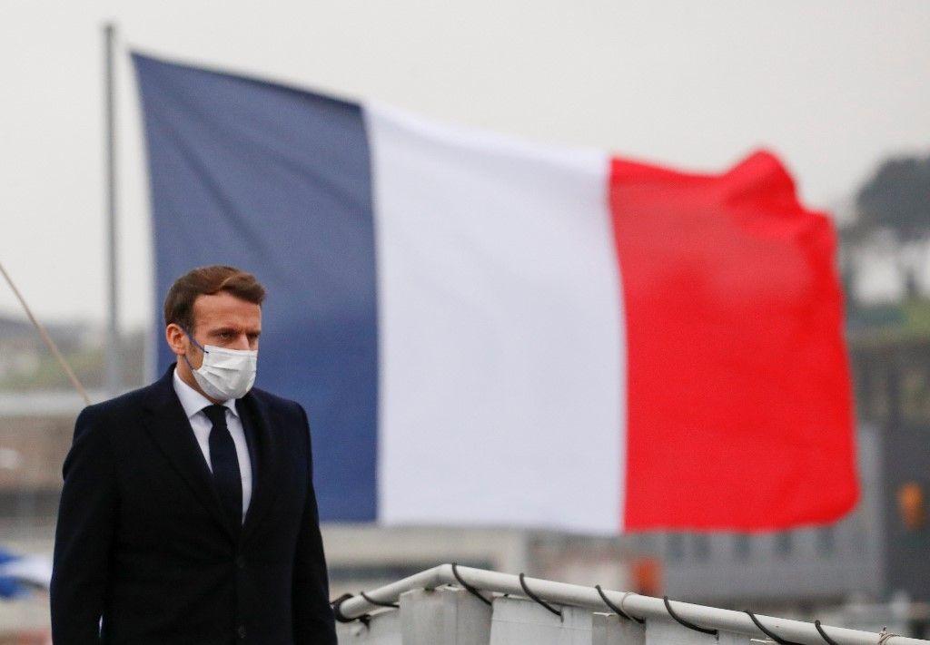 Emmanuel Macron lors d'un déplacement à bord de la frégate française la Bretagne avant de transmettre ses vœux aux forces militaires à Brest, le 19 janvier 2021.