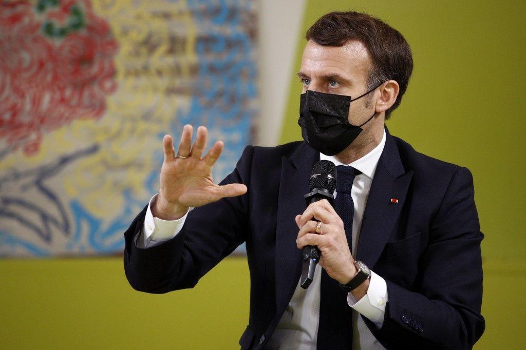 """Covid-19 : la France est devenue """"une nation de 66 millions de procureurs"""", selon Emmanuel Macron"""