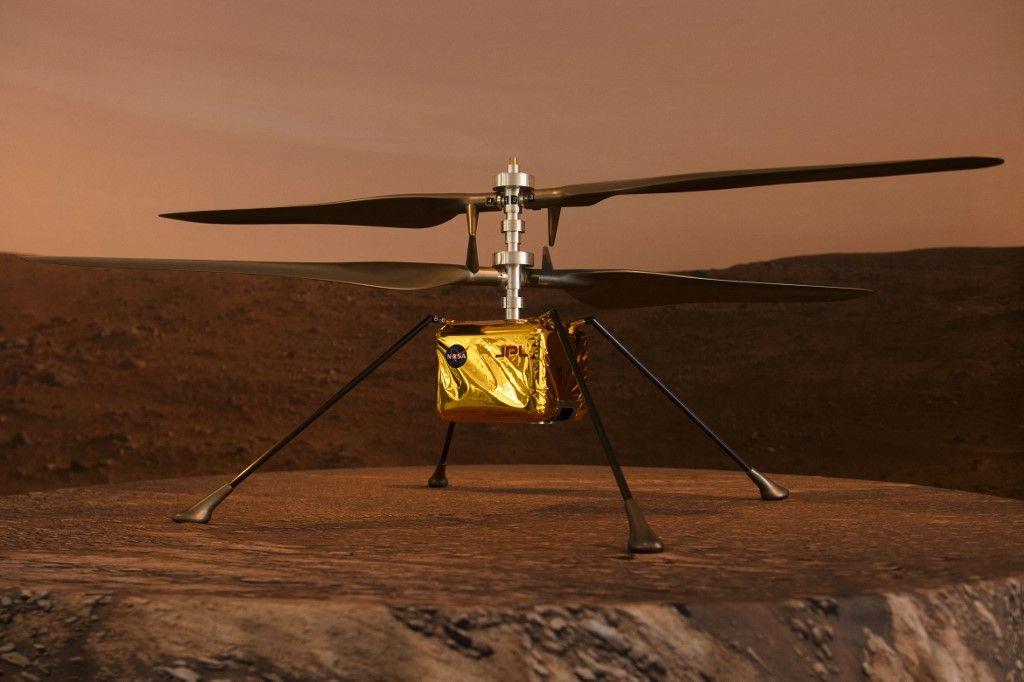 Une maquette du drone embarqué sur Ingenuity.