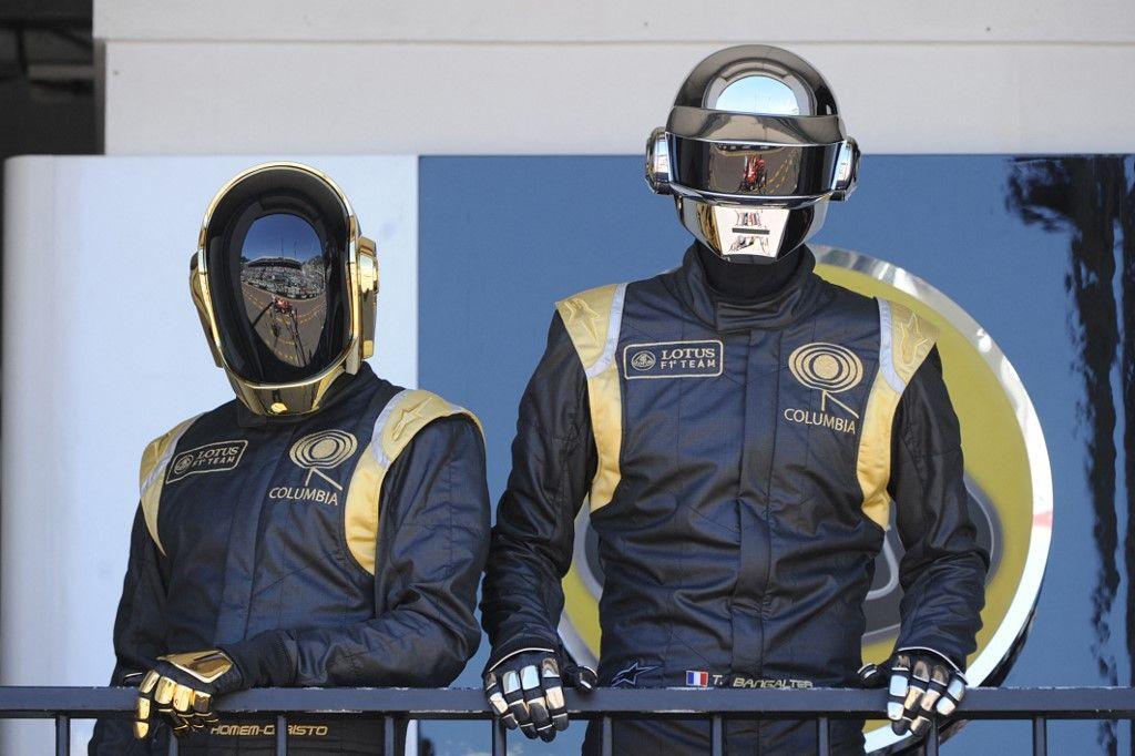 Les deux membres des Daft Punk, Guy-Manuel de Homem-Christo et Thomas Bangalter, ont annoncé la fin de leur collaboration artistique ce 22 février. CNews a dévoilé un ancien reportage de Canal+ revenant sur les débuts musicaux du groupe en 1996.