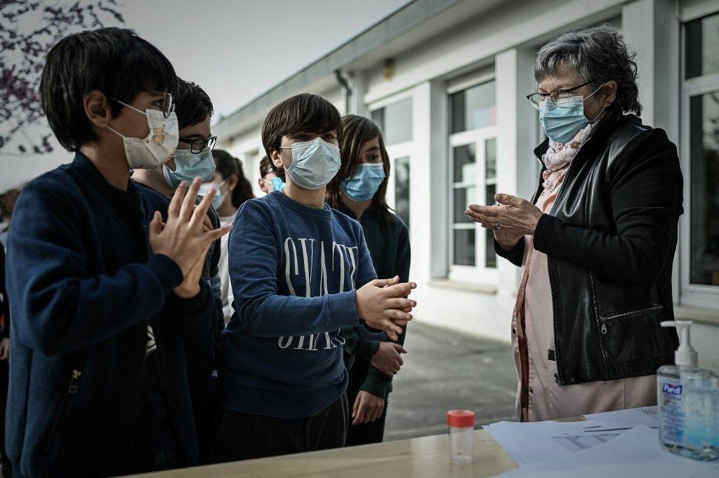 Des pays comme la France et la Suède ont décidé de maintenir les écoles ouvertes ces derniers mois malgré les incertitudes sur les contaminations à la Covid-19..