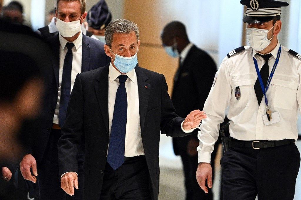 L'ancien président Nicolas Sarkozy arrive au palais de justice de Paris pour entendre le verdict final d'un procès pour corruption le 1er mars 2021.