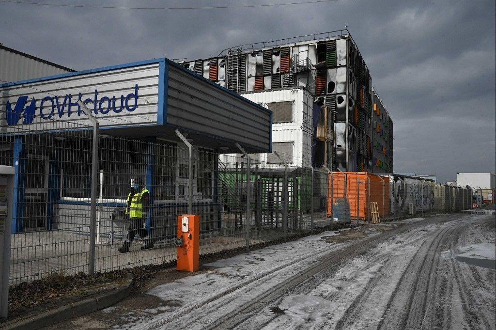 Une photo prise le 10 mars 2021 montre une vue d'un centre de données cloud du fournisseur d'accès Internet OVH après que le bâtiment a été endommagé par un incendie à Strasbourg.