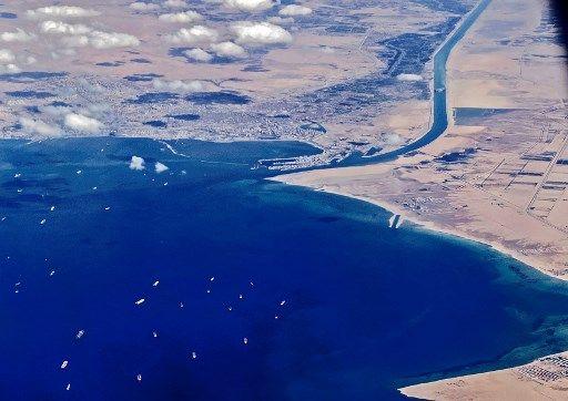 Le canal de Suez vu du ciel.