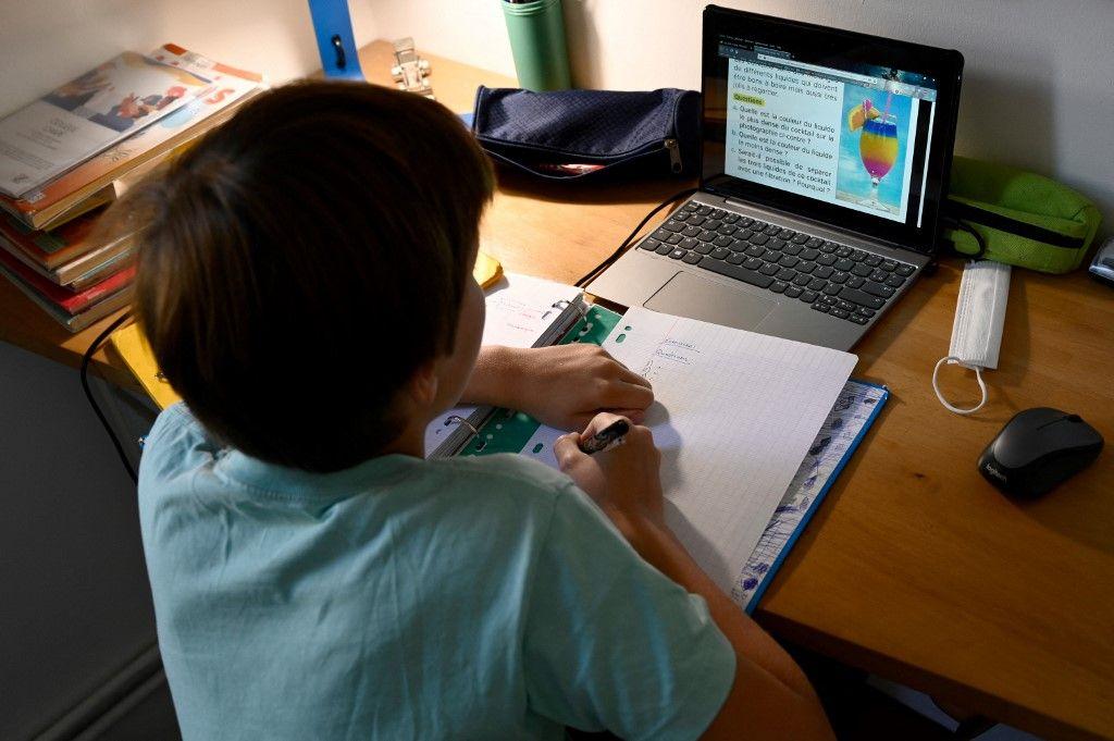Les devoirs à la maison, une charge profitable pour une très large majorité d'élèves. Mais ça, c'était avant internet…