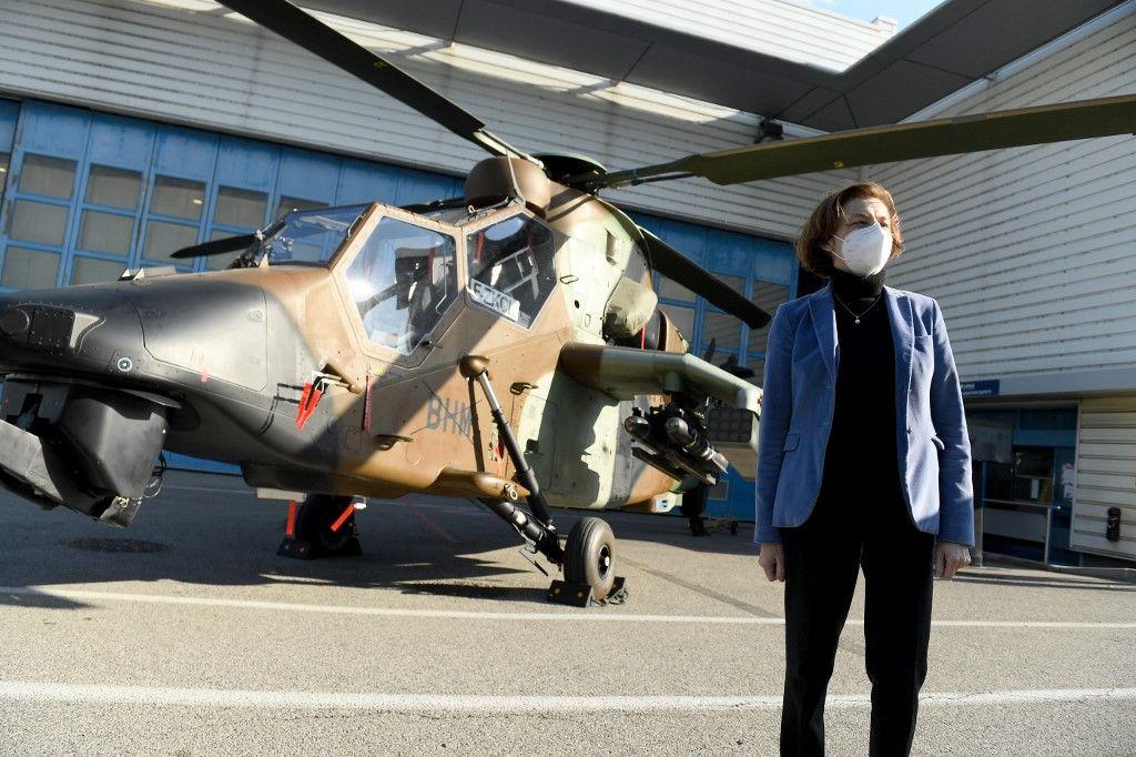 La ministre de la Défense, Florence Parly, visite les installations d'Airbus Helicopters à Marignane, le 15 avril 2021.