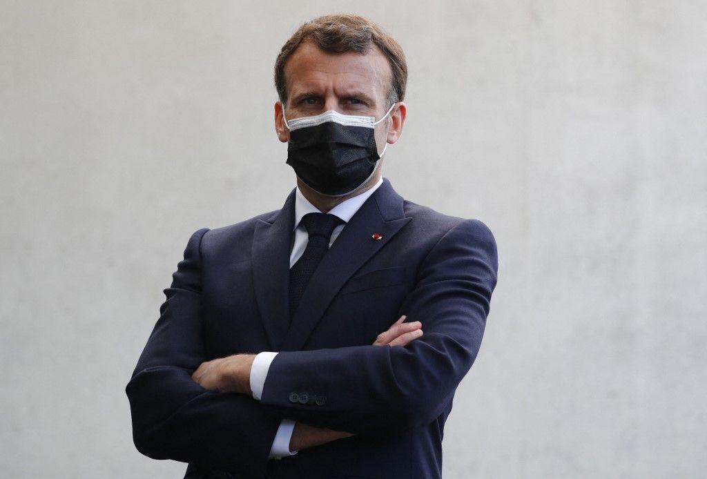 Emmanuel Macron dans l'enceinte de l'Elysée.