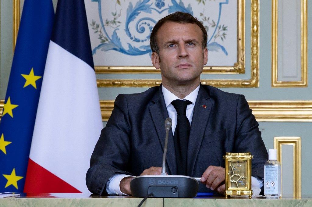 Le président français, Emmanuel Macron, assiste à un sommet virtuel sur le climat, par vidéoconférence, à l'Élysée, le 22 avril 2021.