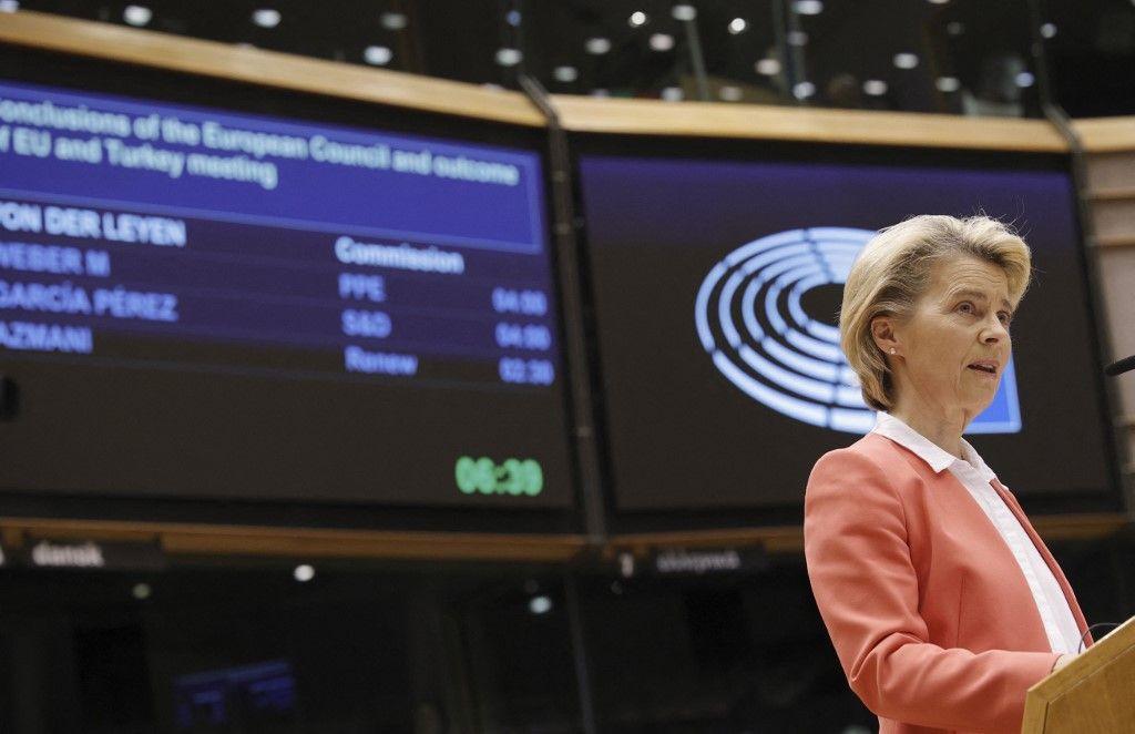 Ursula Von Del Leyen en plein discours au Parlement Européen