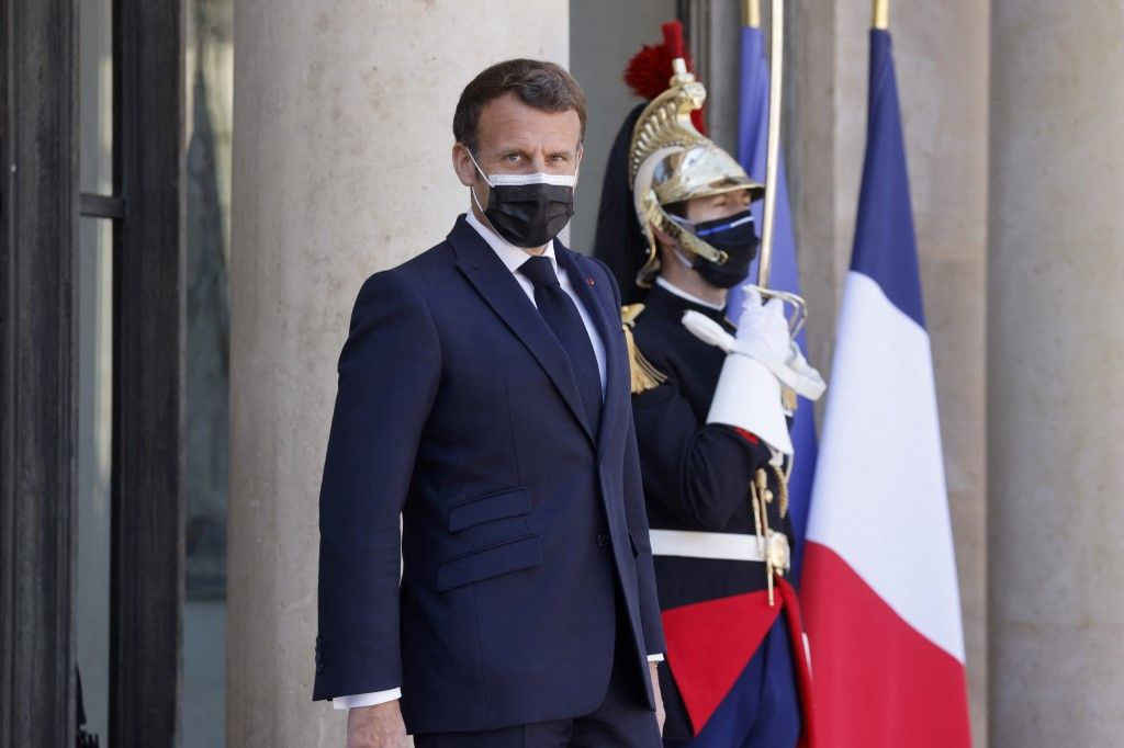 Le président Emmanuel Macron à l'Élysée le 27 avril 2021, avant un déjeuner de travail avec le président de la République démocratique du Congo.