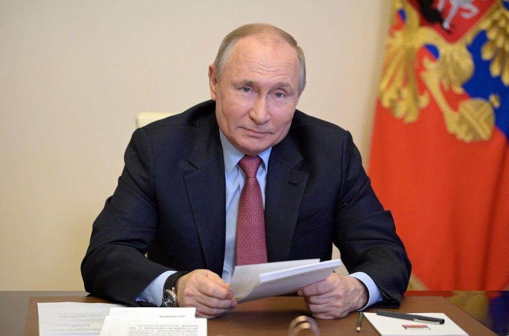 Le président russe Vladimir Poutine lors une visioconférence à la résidence d'État de Novo-Ogaryovo, près de Moscou, le 29 avril 2021.