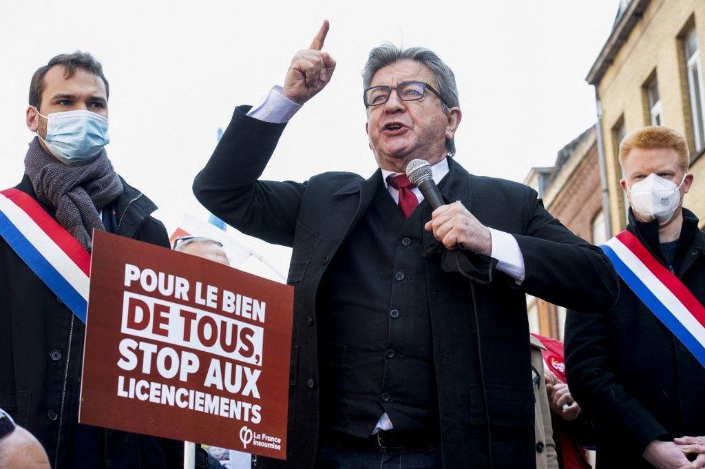Le chef de La France Insoumise, Jean-Luc Mélenchon, prononce un discours à Lille lors des manifestations du 1er Mai 2021.