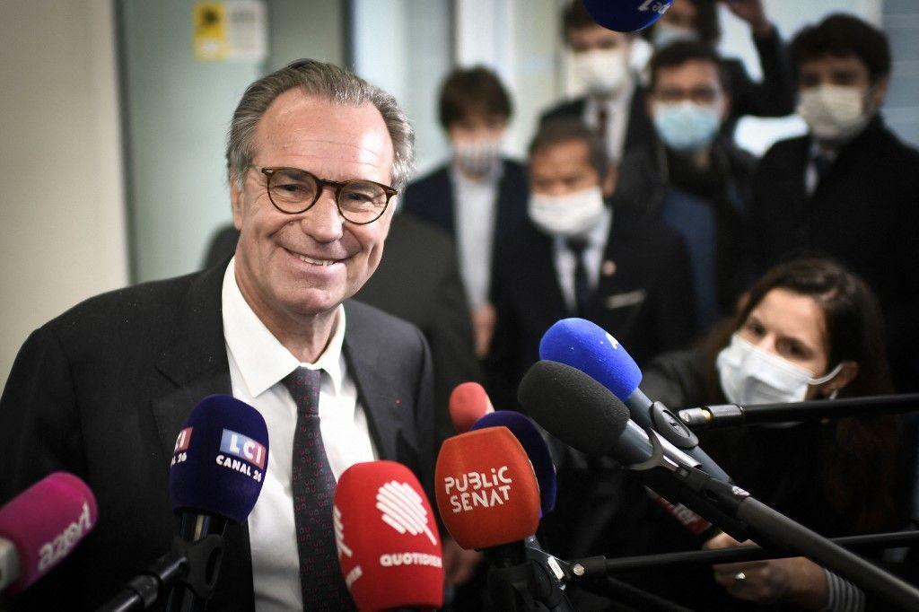 Le président de la région Provence-Alpes-Côte d'Azur, Renaud Muselier, s'adresse à la presse après avoir participé à une réunion avec des membres du comité stratégique du parti Les Républicains le 4 mai 2021.