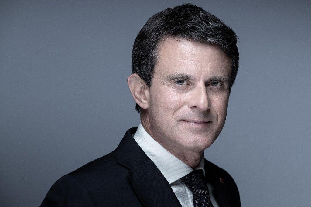 Manuel Valls pose lors d'une séance photo à Paris? le 3 mai 2021.