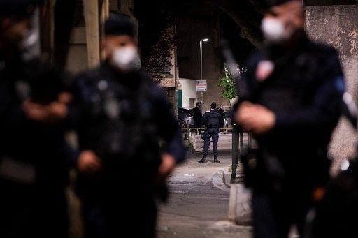 Des policiers à Avignon, le 5 mai. Un des leurs est mort lors d'une opération antidrogue dans cette ville.